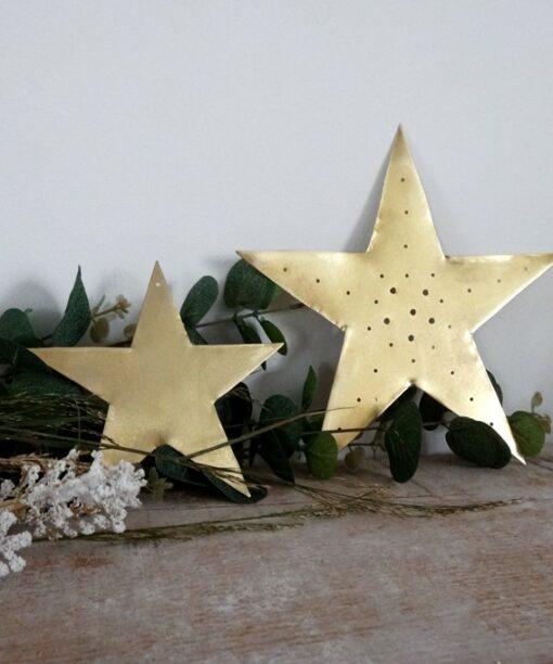Grande étoile dorée perforée