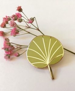 Pin's Pilea Mini Labo jaune curry